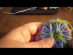M flores en telar redondo - YouTube