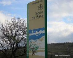 """#Granada - #Gor - Sierra de Baza - 37º 23' 9"""" -3º 0' 22"""" / 37.385833, -3.006111  Declarado Parque Natural en 1989. Tiene una extensión de unas 54.000 Ha. Está situado en la parte oriental de la provincia de Granada y en occidental de Almería. Incluye los términos municipales de Baza, Caniles, Gor y Valle de Zalabí. Se presente como una mole rocosa cubierta de vegetación. Su mayor altura es el Pico de Santa Bárbara, desde donde se ven las Sierras de Segura, Castril y María."""