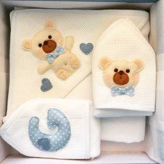 Toalhinha de banho e toalhinhas de boca para bebê. Inspirado no trabalho de Myfelt Carla