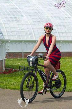 It's all about style and styrofoam. Thank you for the cool bike helmet Nutcase! #bike #bike #helmet<br> Mountain Bike Accessories, Mountain Bike Shoes, Cool Bike Accessories, Cycling Outfit, Cycling Gear, Cycling Clothing, Cycling Jerseys, Road Cycling, Cycling Equipment