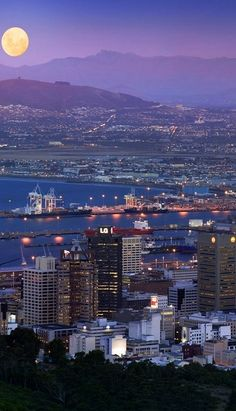 Cape Town at night, South Africa. Via Living in South Africa Most Beautiful Cities, Beautiful Places To Visit, Places To See, South Afrika, Namibia, Le Cap, Cape Town South Africa, Out Of Africa, Thinking Day