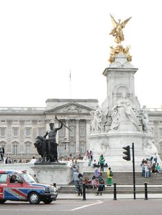 Buckingham Palace. London, England  LOOKING FORWARD TO GOING JULY 2014!!  33