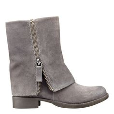 Nine West: Shoes > Flat Booties > Thomasa - Bootie - I love these! Would look great with shorts and a white tee in summer too! Ugg Shoes, Shoe Boots, Ankle Boots, Flat Booties, Nine West, Shoe Collection, Me Too Shoes, Fashion Shoes, Pumps