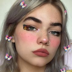 Image may contain: one or more people and closeup What is Makeup ? What's Makeup ? In general, what's makeup … Cool Makeup Looks, Halloween Makeup Looks, Cute Makeup, Pretty Makeup, Makeup Goals, Makeup Inspo, Makeup Inspiration, Unique Makeup, Creative Makeup Looks