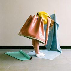 La diseñadora Valeska Jasso Collado creó una colección textil inspirada en el diseño mobiliario y la geometría del estilo Memphis de la década de los 80.