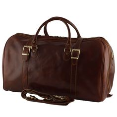 This gorgeous Italian leather hand luggage bag has so many uses - Gym bag, weekender bag, travel bag and it is light enough as a carry-on bag Hand Luggage Bag, Luggage Bags, Piccadilly Circus, Carry On Bag, Italian Leather, Travel Style, Travel Bags, Leather Bag, Gym Bag