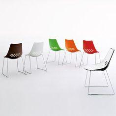 Tweekleurige stoel met origineel design