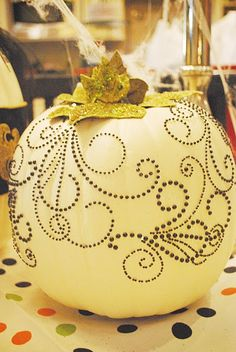 white pumpkins for halloween - Pretty Halloween Decorations