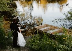 Must be quite nice to look out over the water on your wedding day.  This is a winery wedding, as well!  From Hans Fahden Vineyards in Calistoga.    http://hansfahden.com/images/gallery/10.gif