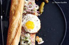 Baguette mit Gemüse-Mayonnaise-Salat und Spiegelei Mayonnaise, Cheesesteak, Baguette, Hot Dogs, Sandwiches, Toast, Ethnic Recipes, Roast Beef, Artichokes