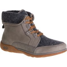 Outdoor chic meets cozy comfort in the Chaco Women's Barbary boot. Whether you're moseying around the campsite or headed downtown in a light drizzle, the waterproof full-grain leather upper deflects moisture while the variegated wool and fleece lining keeps your feet warm and comfortable with every step.