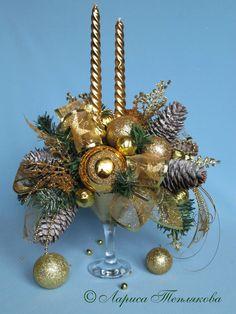 Christmas Flower Decorations, Christmas Flower Arrangements, Christmas Flowers, Christmas Tree Themes, Christmas Candles, Christmas Centerpieces, Christmas Deco, Christmas Wreaths, Christmas Ornaments