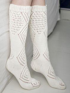 Pitkävartiset pitsineulesukat Cable Knit Socks, Knitting Socks, Knitting Ideas, Boot Cuffs, Mittens, Tatting, Knit Crochet, Lace, Fabric