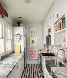 like work top colour - Decorating idea for a small and narrow kitchen