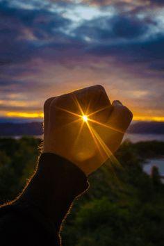 A vida é como uma câmera... foque no que é importante. Capture bons momentos. Desenvolva a vida a partir dos negativos. E se a...