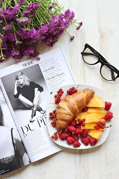Smarty Sunday, but of course this croissant served with raspberries and peaches makes me even more happier!