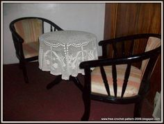 Free Crochet Pattern: Crocheted Table Cloth Crochet Doilies, Table Runners, Free Crochet, Cloths, Dining Chairs, Crochet Patterns, Blog, Crafts, Furniture