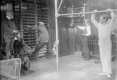 Pour la première fois en 1911 invités pourraient exercer sur leurs croisières.  La Franconie était le premier navire à avoir un solarium et un gymnase (photo)