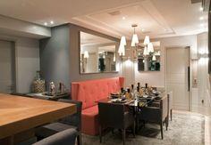 Apartamento com salas: de estar, jantar, tv e varanda decoradas com cores claras - lindo!