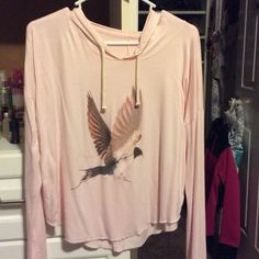 American Eagle cropped tee Pink with eagle graphic. Worn 1x American Eagle Outfitters Tops Tees - Long Sleeve
