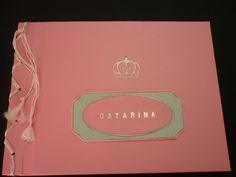 album rosa e prata, revestido em scarpel, com douração, baixos e altos relevos.