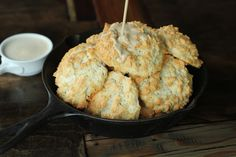 low carb biscuits, gluten free biscuits, low carb biscuits and gravy