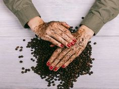 Coffee is a natural source of several nutrients and antioxidants that may benefit the skin. A person can use coffee grounds as an exfoliating scrub, t Coconut Oil Sugar Scrub, Organic Coconut Oil, Cellulite, Uses For Coffee Grounds, Exfoliating Scrub, Exfoliating Products, Jojoba, Prevent Wrinkles, How To Treat Acne