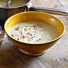 Pastinaaksoep met gember, uit het kookboek 'Veggie!' van High Fearnley-Whittingstall. Kijk voor de bereidingswijze op okokorecepten.nl.