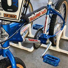 Fantastic 1980 Diamond Back Pro model with double drop forks, looking as fresh as the day it was new! Vintage Bmx Bikes, Old Bikes, Diamondback Bmx, Bmx Bandits, Mongoose Bike, Gt Bmx, Bmx Cruiser, Bmx Racing, Cafe Bike