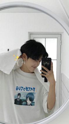 eu e uns friend ♥️ #conto # Conto # amreading # books # wattpad Korean Boys Hot, Korean Boys Ulzzang, Korean Couple, Cute Korean Girl, Ulzzang Boy, Korean Men, Cute Asian Guys, Asian Boys, Asian Men