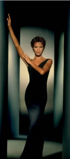 Whitney Houston: Classic Whitney.. I love and miss her.
