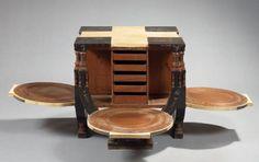 BUGATTI Carlo (1856-1940) Rare table à thé carrée en bois teinté brun et parchemin. Le plateau à quatre éléments carrés en bois teinté est orné de fleurs stylisées, d'insectes, araignée, papillon, libellule… - Camard & Associés - 01/12/2008