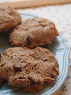 Chocolate Chip Cookies for the Candida Diet! Original Sugar-free, Grain-free Recipe Here: http://candocandidadietfoodandrecipes.blogspot.de/2014/03/candida-diet-chocolate-chip-cookies.html