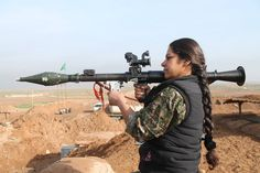 YPJ Space Fighter, Syrian Civil War, Fighting Poses, Outdoor Girls, Hero World, Islamic Girl, Female Fighter, War Photography, Female Soldier
