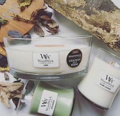 Belle composition naturelle avec les bougies parfumées ELLIPSE et HOURGLASS de chez WoodWick. Le bois qui rappelle la mèche en bois crépitante de toute la gamme! (photo twofivefive)