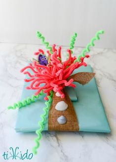 Finding Dory (or Finding Nemo) Undersea themed creative wrapping tutorial -- Great favor packaging idea for a Dory/Nemo party, too!