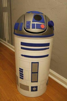 R2 decorated trash can