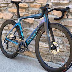Bicycle Wallpaper, Downhill Bike, Supreme Wallpaper, Cafe Racer Bikes, Cycling Workout, Bike Design, Cycling Bikes, Road Bike, Triathlon