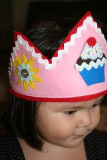 Cupcake Party - Game, Crown, Apron.... - OCCASIONS AND HOLIDAYS