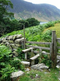 A Kissing Gate around Lake Buttermere in Cumbria. A kissing gate is a type of gate which allows people to pass through, but not livestock. varied walk includes woods, open paths, and an ever changing perspective of one of Lakeland's pretty lakes. British Countryside, England And Scotland, Cumbria, Lake District, Country Life, Country Charm, Garden Bridge, Garden Path, The Great Outdoors