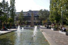 Réaménagement de la place d'Athènes - Véritable porte d'entrée vers l'université, la place a complètement été réaménagée en 2012 de façon à apaiser les circulations grâce à l'instauration d'une zone de rencontre. Une trentaine d'arbres a également été plantée.