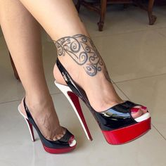 Beautiful shoes and sexy feet! Sexy Legs And Heels, Hot High Heels, Platform High Heels, Red Platform, High Heels Outfit, Shoes Heels, Heels Outfits, Heeled Boots, Shoe Boots