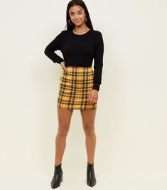 Petite yellow check tube skirt new look. Checked Skirt Outfit, Yellow Skirt Outfits, Yellow Plaid Skirt, Winter Skirt Outfit, Plaid Mini Skirt, Yellow Skirts, Skirt Fashion, Fashion Outfits, Fashionable Outfits