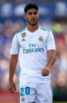 football is my aesthetic Best Football Team, Chelsea Football, Football Pictures, Equipe Real Madrid, Spanish Men, Isco Alarcon, Santiago Bernabeu, European Soccer, Cristiano Ronaldo