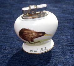 Vintage Hand Painted Kiwi Ceramic Table Lighter, New Zealand Retro Tobacciana by Triggerstreasure on Etsy Vintage Silver, Vintage Black, Retro Vintage, Kiwi Bird, Ceramic Table, Light Table, Vintage Dolls, Kitsch, Candlesticks