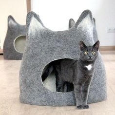 These cozy cat beds will give the felines in your house ideal places to curl up for a catnap.