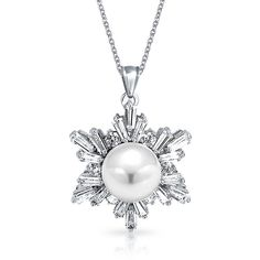 Bling Jewelry Snow White Pearl Me (€25) ❤ liked on Polyvore featuring jewelry, necklaces, necklaces pendants, pendant-necklaces, white, fake jewelry, pearl pendant necklace, white pearl necklace, snowflake jewelry and snowflake necklace