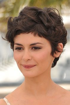 short fringe hairstyle for curly hair