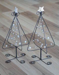 Stromečky vánoční 3D - bílé: Wire Crafts, Metal Crafts, Christmas Projects, Holiday Crafts, Fun Crafts, Diy And Crafts, Wire Ornaments, Christmas Ornaments, Metal Christmas Tree
