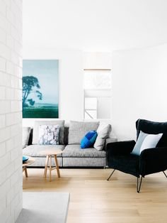 """The design and interior design studio """" Fiona Lynch """" is located in Melbourne, Australia. Fiona Lynch has an artistic […] Living Room Modern, Home Living Room, Living Room Designs, Living Spaces, Living Area, Beautiful Interior Design, Office Interior Design, Melbourne, Design Moderne"""